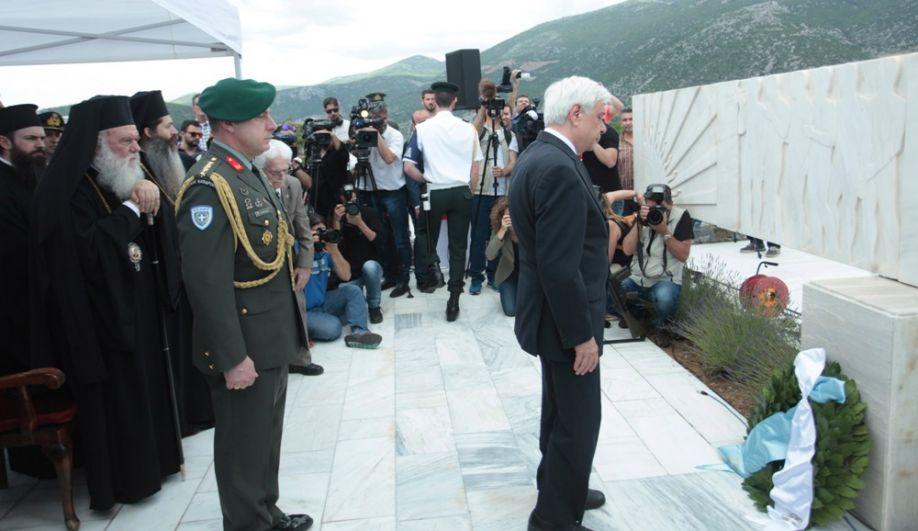 Griechische Politikerin verweigert deutschem Botschafter, einen Kranz für SS-Opfer niederzulegen